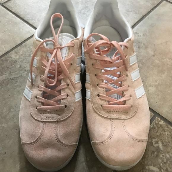 Le adidas gazzella scarpe in ghiaccio poshmark rosa